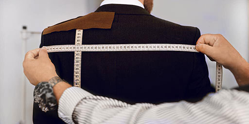 訂製服需要精準量身,根據您的五官比例訂製理想的齒列