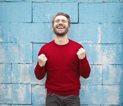 男性患者通常不建議拔除牙齒,可透過矯正牙齒讓笑容看起來更陽光、大器-WECARE.康世維美學牙醫診所